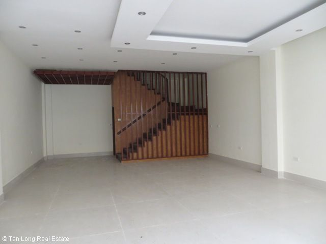 Nice unfurnished 5 bedroom house for rent on Xuan Thuy street, Cau Giay district 3