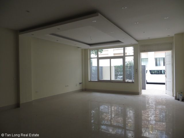 Nice unfurnished 5 bedroom house for rent on Xuan Thuy street, Cau Giay district 4