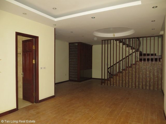 Nice unfurnished 5 bedroom house for rent on Xuan Thuy street, Cau Giay district 7