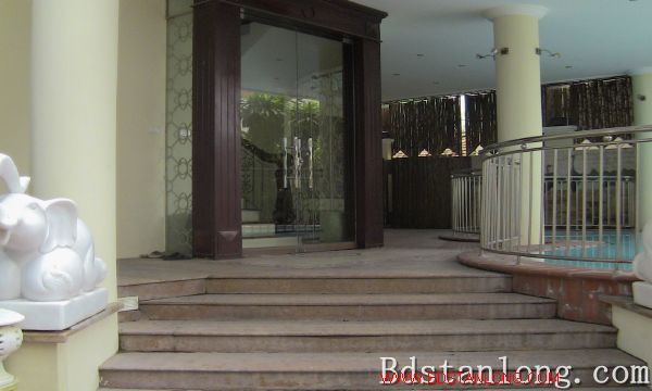 Nice villa with swimming pool rental in Au Co Hanoi 3