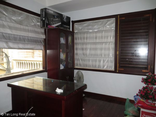 No brokerage furnished 4 bedroom house to lease in Dich Vong, Cau Giay street 10