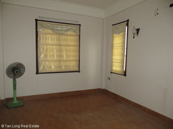 No brokerage furnished 4 bedroom house to lease in Dich Vong, Cau Giay street 7