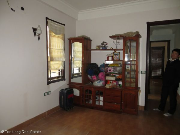 No brokerage furnished 4 bedroom house to lease in Dich Vong, Cau Giay street 8