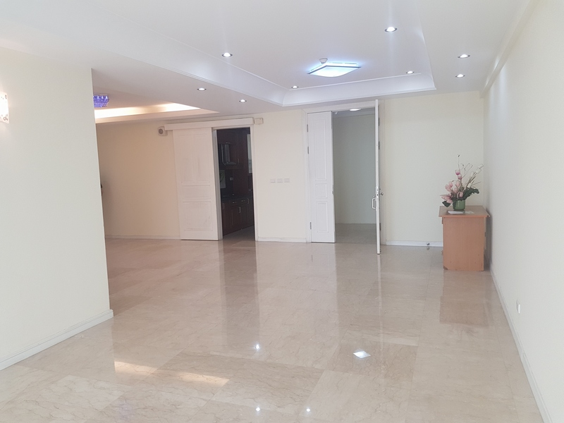 Non furniture 4 bedrooms apartment for rent in P building, Ciputra