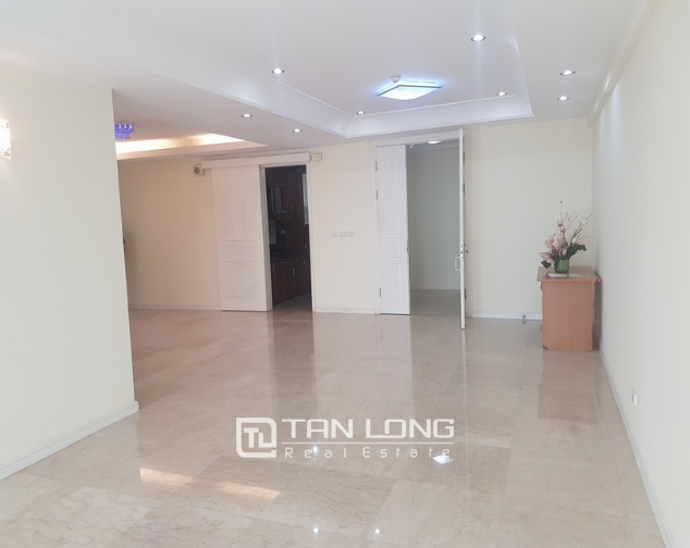Non furniture 4 bedrooms apartment for rent in P building, Ciputra 1