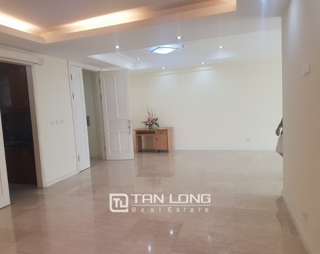 Non furniture 4 bedrooms apartment for rent in P building, Ciputra 2