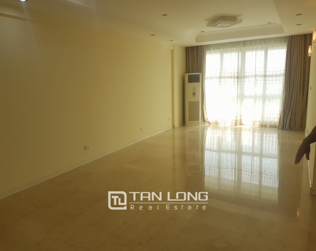 Non furniture 4 bedrooms apartment for rent in P building, Ciputra 3