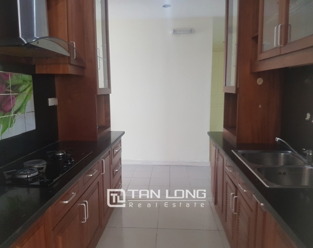 Non furniture 4 bedrooms apartment for rent in P building, Ciputra 4