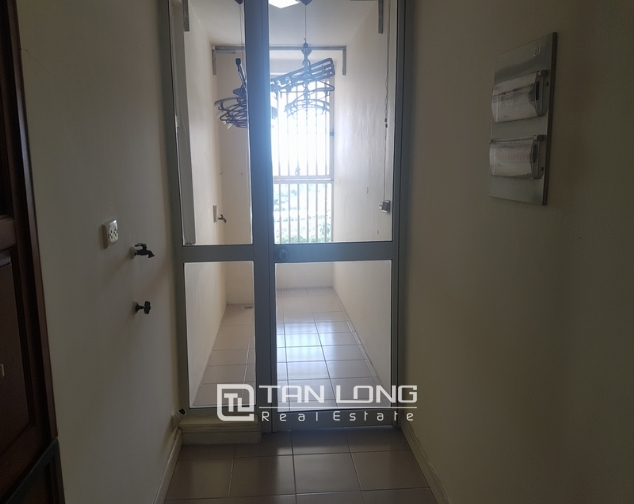 Non furniture 4 bedrooms apartment for rent in P building, Ciputra 5