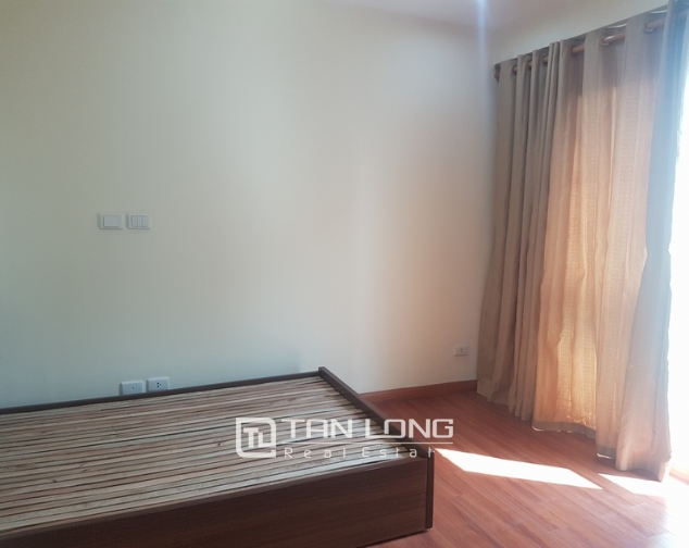 Non furniture 4 bedrooms apartment for rent in P building, Ciputra 8