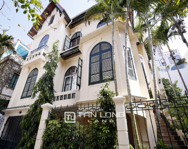 Old French villa for lease in alley 20, Tay Ho Distr 2