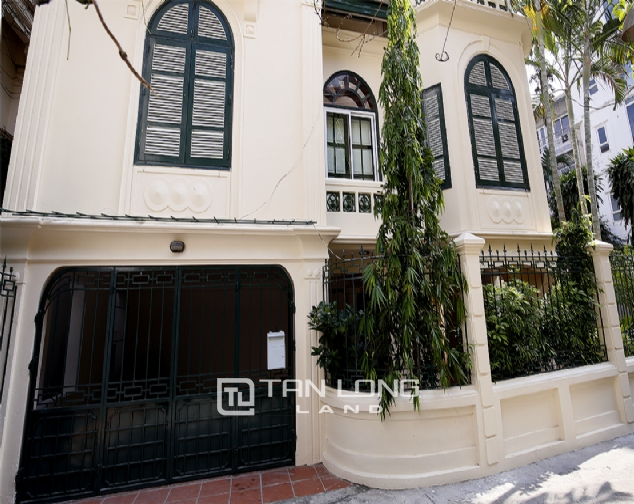 Old French villa for lease in alley 20, Tay Ho Distr 4