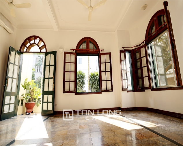 Old French villa for lease in alley 20, Tay Ho Distr 1