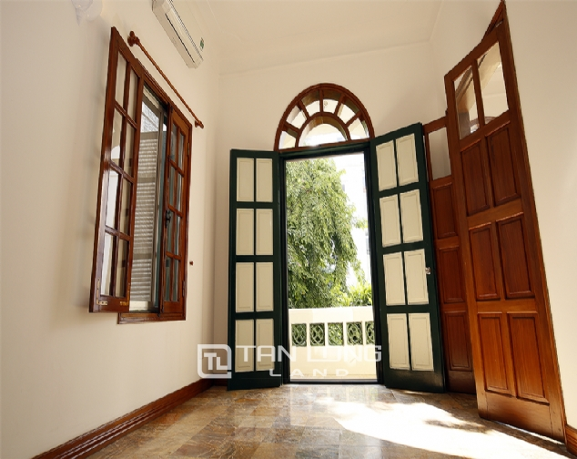 Old French villa for lease in alley 20, Tay Ho Distr 6