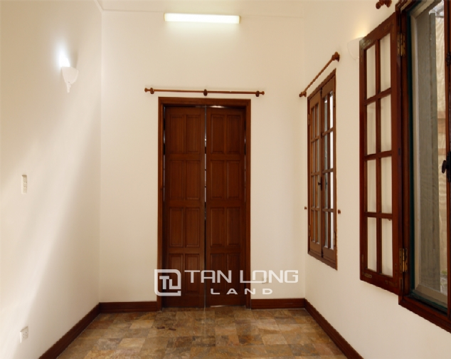 Old French villa for lease in alley 20, Tay Ho Distr 8