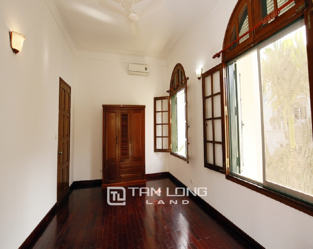 Old French villa for lease in alley 20, Tay Ho Distr 3