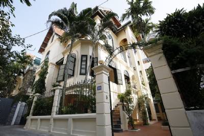 Old French villa for lease in alley 20, Tay Ho Distr