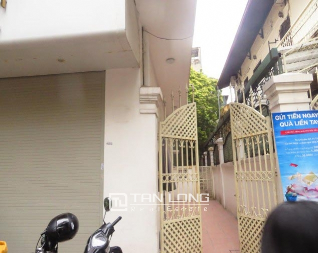 Old-styled villa in Ngo Thi Nham for rent, 2 storeys, small yard 2