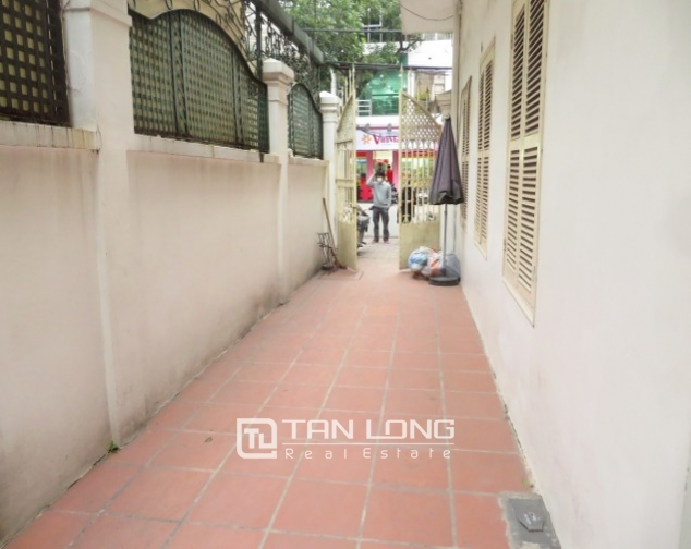 Old-styled villa in Ngo Thi Nham for rent, 2 storeys, small yard 3