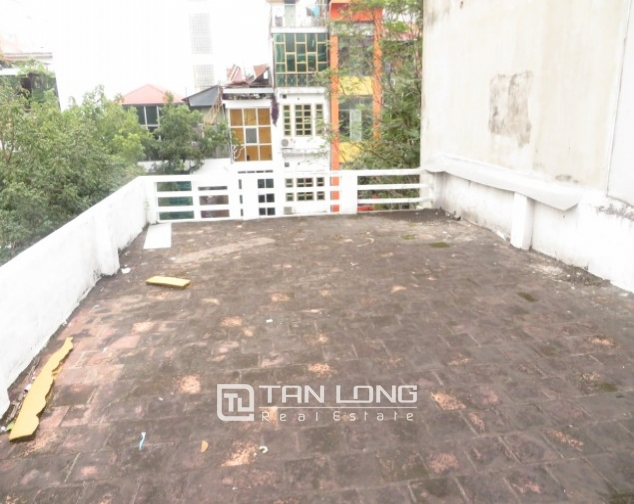 Old-styled villa in Ngo Thi Nham for rent, 2 storeys, small yard 10