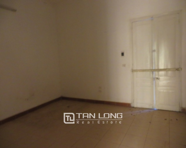 Old-styled villa in Ngo Thi Nham for rent, 2 storeys, small yard 9
