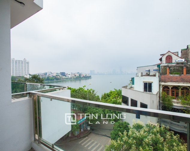 Opulent 3-bedroom apartment with lakeview for lease in Xuan Dieu Str, Tay Ho Distr 2