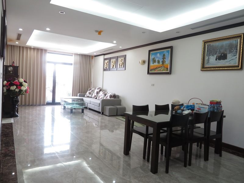 Platinum Residence 2 bedroom apartment for rent in Ba Dinh district.