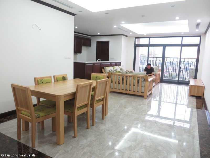 Platinum Residence 3 bedroom apartment to rent in Ba Dinh district. 1