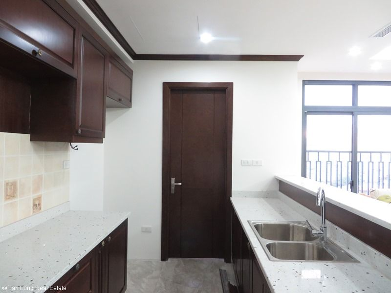 Platinum Residence 3 bedroom apartment to rent in Ba Dinh district. 4