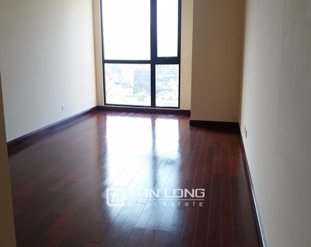 R2 Royal City apartment with 3 bedrooms, 2 bathrooms for lease 4
