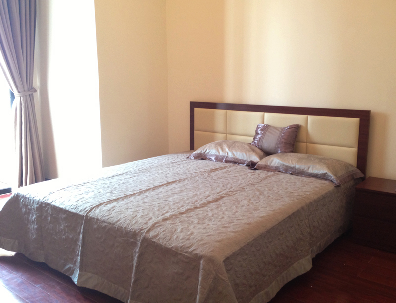R2 Vinhomes Royal City apartment for lease, 2 bedrooms with full furniture