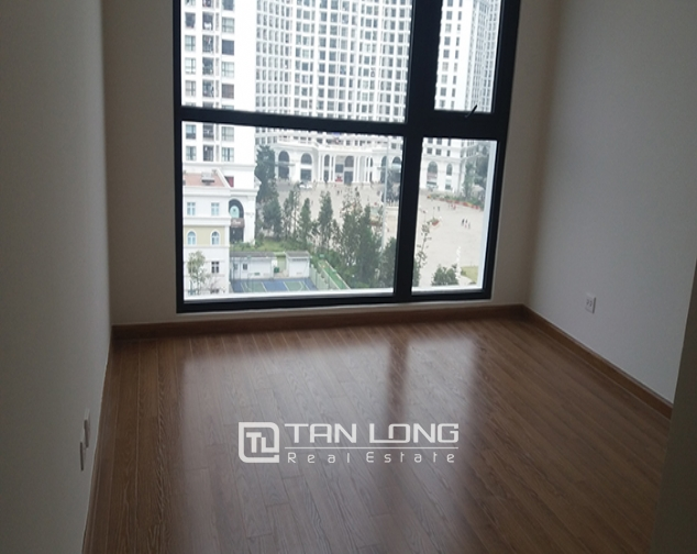 Reasonable 3 bedroom apartment for rent in R6 Vinhomes Royal City, Hanoi 2