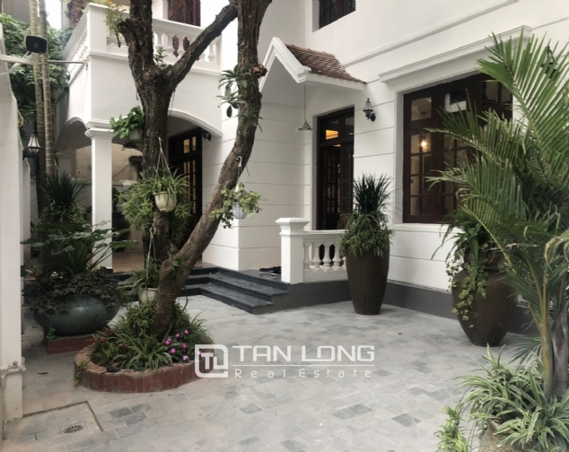 Renovated villa for rent on Xuan Dieu street, Tay Ho district 1
