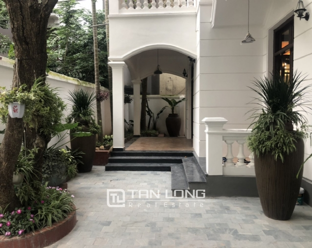 Renovated villa for rent on Xuan Dieu street, Tay Ho district 2