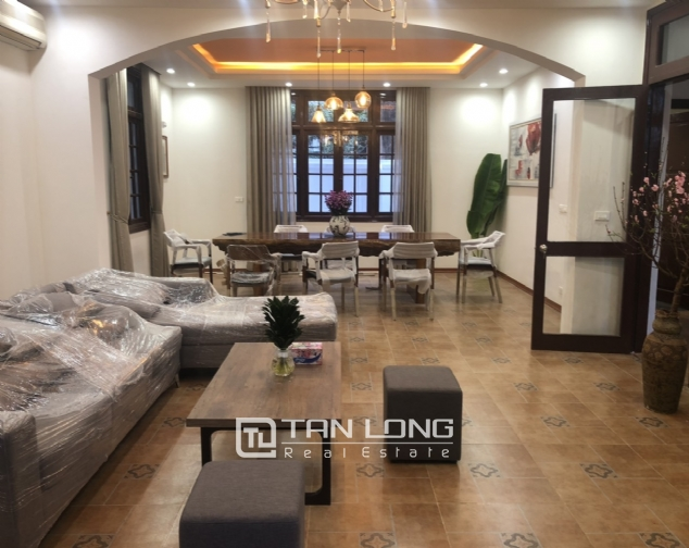 Renovated villa for rent on Xuan Dieu street, Tay Ho district 3