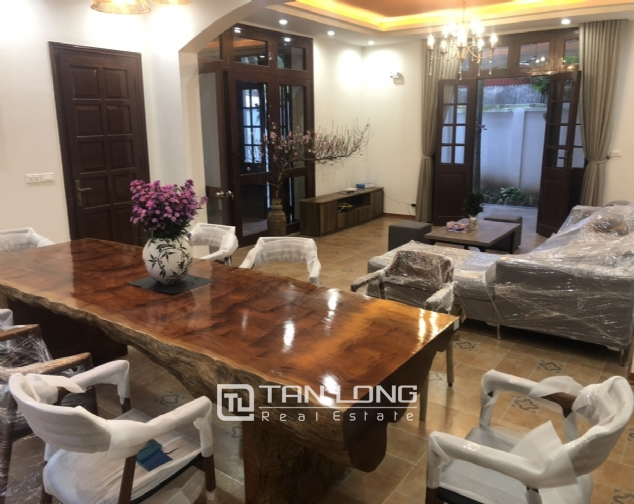 Renovated villa for rent on Xuan Dieu street, Tay Ho district 4