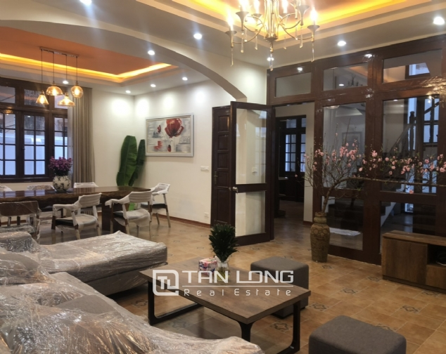 Renovated villa for rent on Xuan Dieu street, Tay Ho district 5