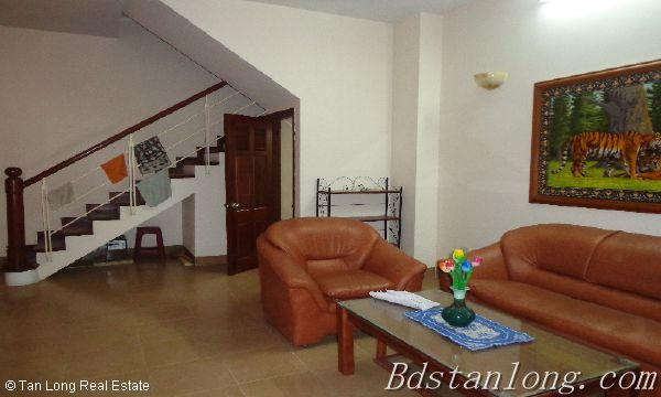 Rent house in Dang Thai Mai street, Tay Ho district. 1