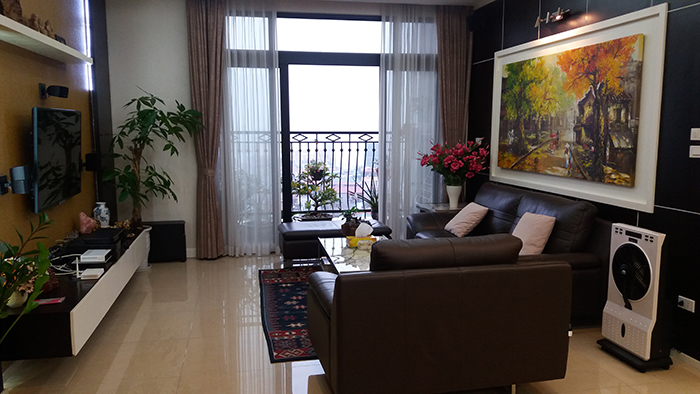 Rental apartment  nice 3 bedrooms middle floor R1 building in Royal City