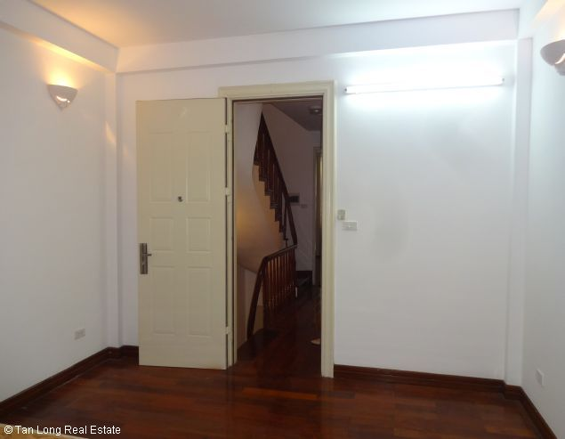 Rental house with 6 bedrooms in Dang Thai Mai street 6