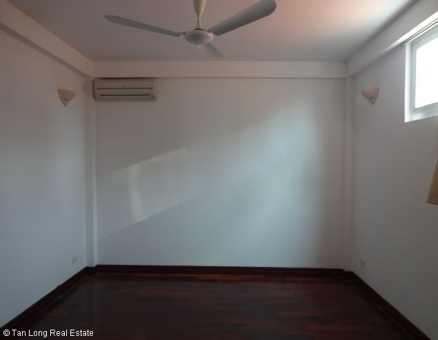 Rental house with 6 bedrooms in Dang Thai Mai street 5
