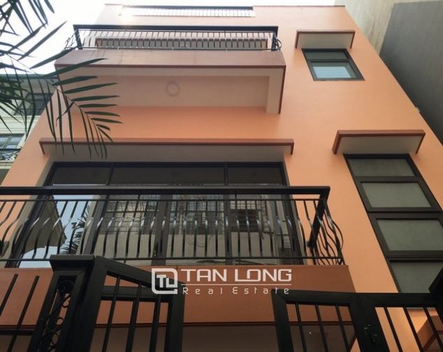 Renting 100m2 house with lake in Dang Thai Mai, Tay Ho district 1