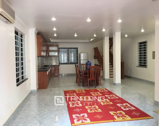 Renting 100m2 house with lake in Dang Thai Mai, Tay Ho district 2