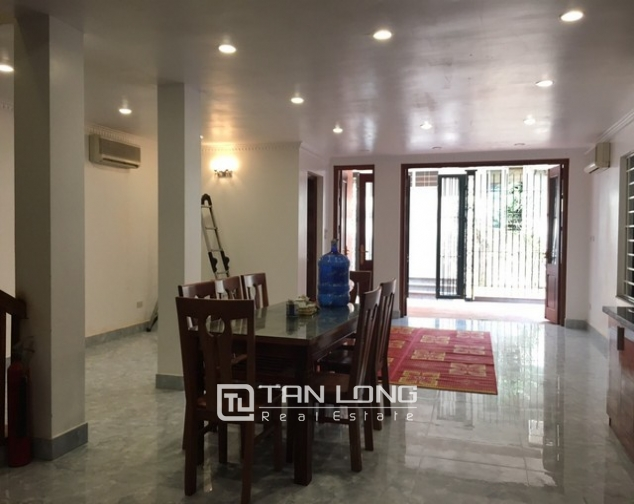 Renting 100m2 house with lake in Dang Thai Mai, Tay Ho district 4