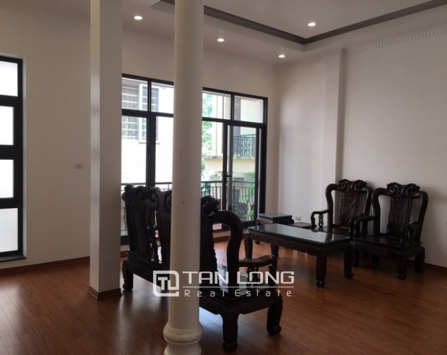 Renting 100m2 house with lake in Dang Thai Mai, Tay Ho district 5