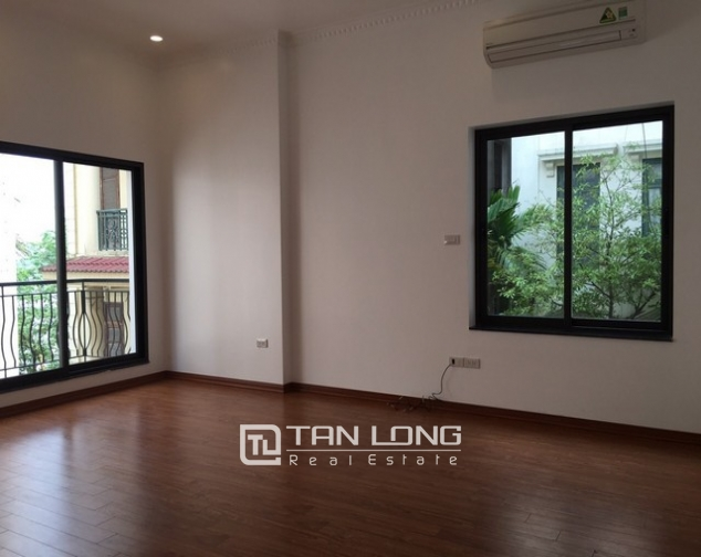 Renting 100m2 house with lake in Dang Thai Mai, Tay Ho district 7