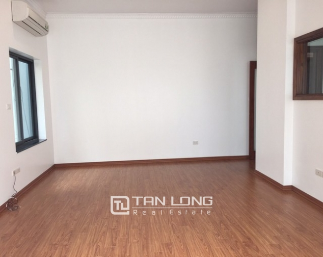 Renting 100m2 house with lake in Dang Thai Mai, Tay Ho district 8