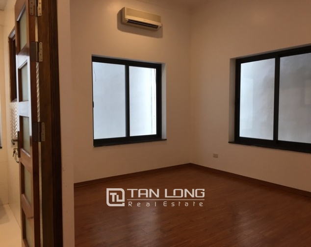 Renting 100m2 house with lake in Dang Thai Mai, Tay Ho district 10