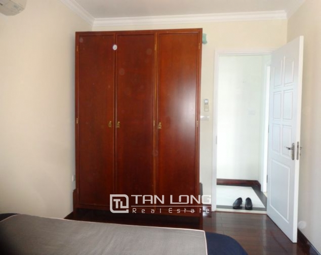 Renting 2 bedroom apartment with lake view in Truc Bach, Ba Dinh, Hanoi 7