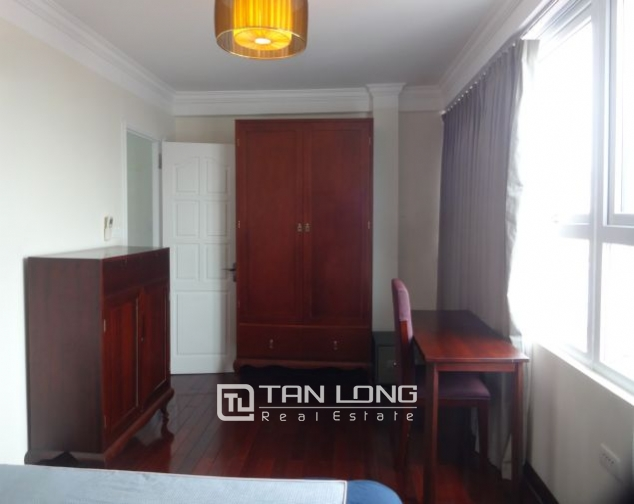 Renting 2 bedroom apartment with lake view in Truc Bach, Ba Dinh, Hanoi 10